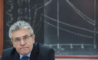 Президент РАН: отмена ЕГЭ поможет остановить утечку интеллекта из страны