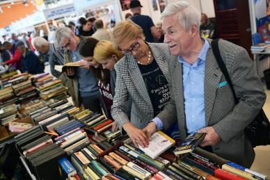 На московской книжной выставке-ярмарке ждут Вербера и Хемингуэя
