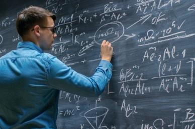 Количество бюджетных мест в вузах и число ученых — есть ли корреляция?