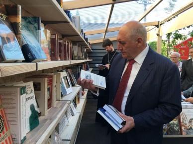 На Малой Конюшенной в Петербурге открылись Книжные аллеи