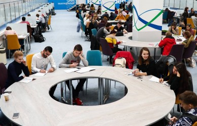 ВЦИОМ: для большинства россиян не имеет значения возможность обучения их детей и внуков за рубежом