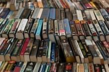 В Совфеде предлагают запретить дистрибьютерам брать детские книги «под реализацию»